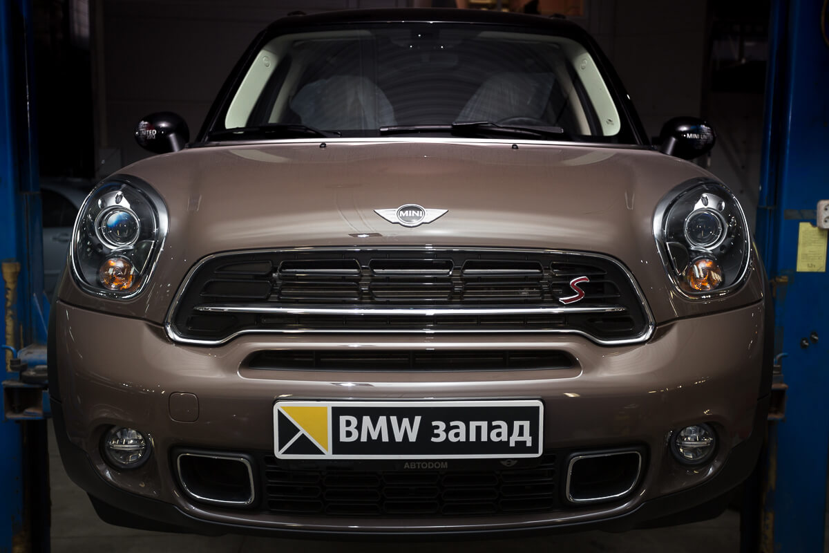 Mini Cooper S Countryman All4 вид спереди