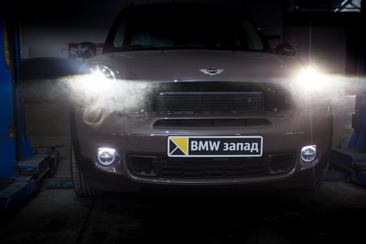 вид спереди Mini Cooper S Countryman All4